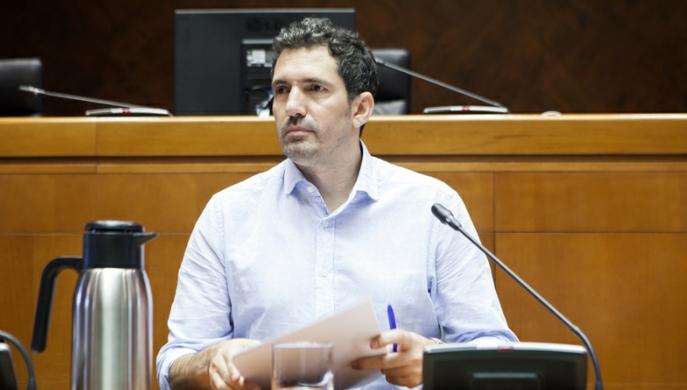 El profesor de Educación Primaria César Bona apuesta por las escuelas rurales