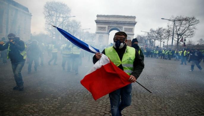 Macron: los grandes incendios se inician con un simple chispazo