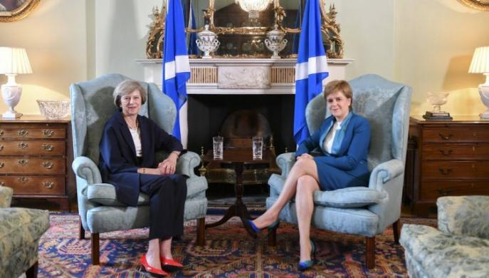 Escocia y Londres: ¿crisis constitucional por el Brexit? Theresa May y Nicola Sturgeon