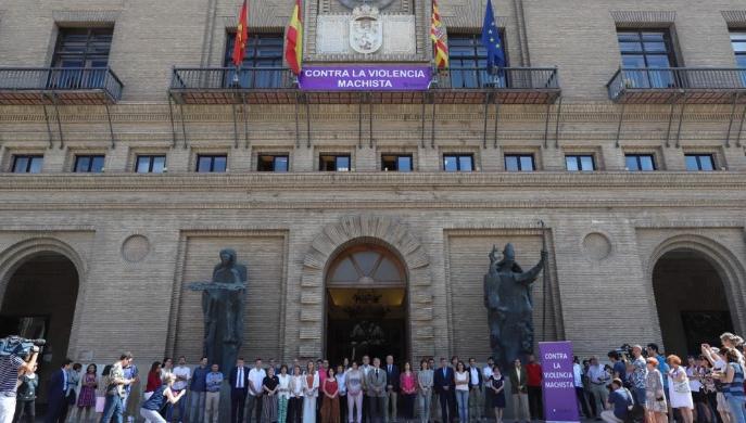 El Ayuntamiento de Zaragoza declara luto oficial por el asesinato por violencia machista