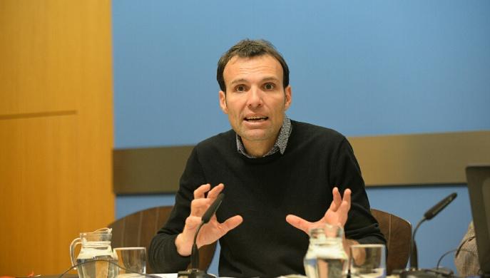 Pablo Muñoz presentando la memoria de gestión Gerencia Urbanismo