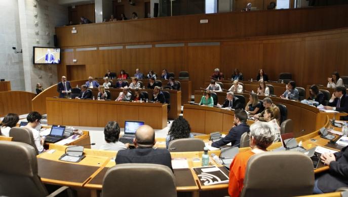 La oposición interpela al presidente Javier Lamban