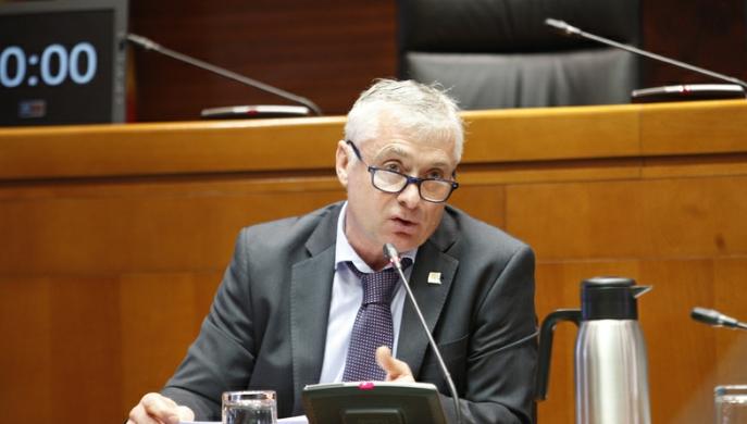 El decano de Educación Julio Latorre