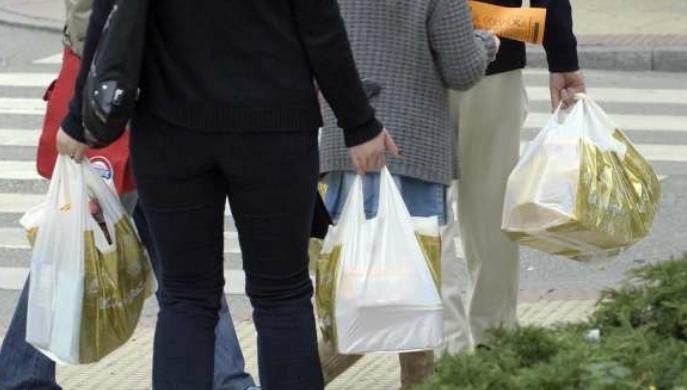 Las bolsas de plástico tienden a desaparecer en los comercios