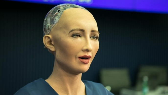 Inteligencia artificial con voz femenina