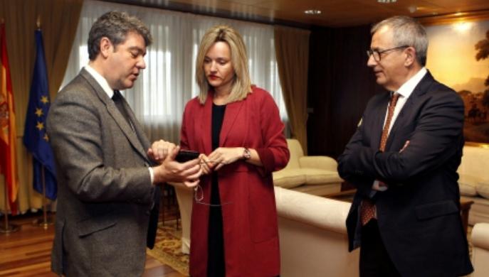 Pilar Alegría traslada al Ministro Nadal